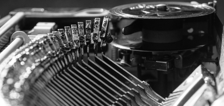 typewriter-1156827_1920